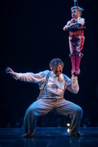 Corteo van Cirque du soleil in Grand Chapiteau amsterdam door podiumfotograaf Erik van 't Hof uit Nootdorp